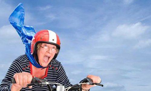 Mevrouw Escher wil een elektrische fiets kopen maar mevrouw Mondriaan wil dat niet